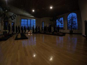 Zen Meditation lernen an einem schönen Ort